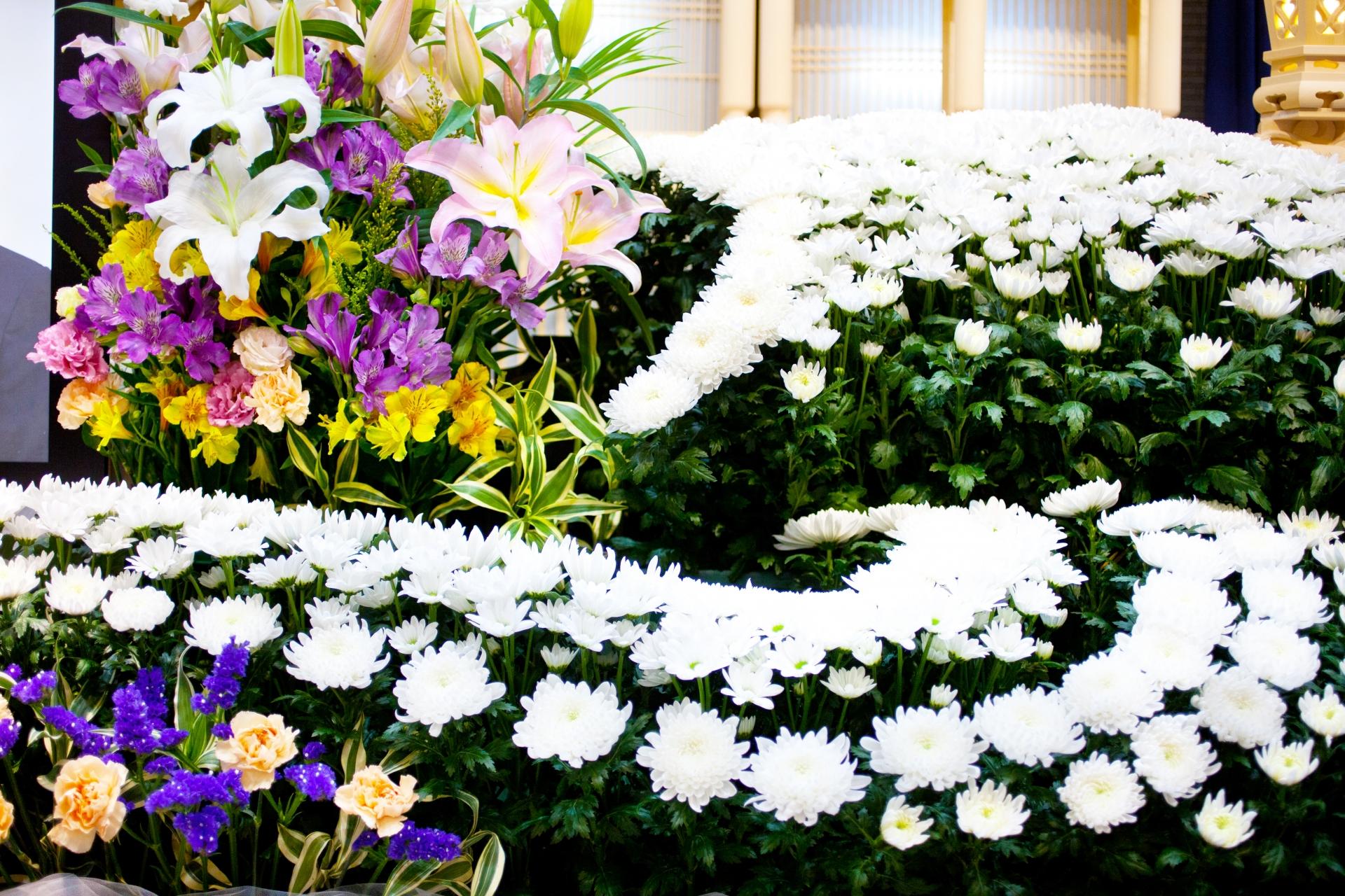 社葬に添える多数の花